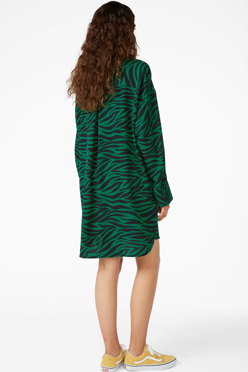 Model back image of Monki oversized shirt dress in green