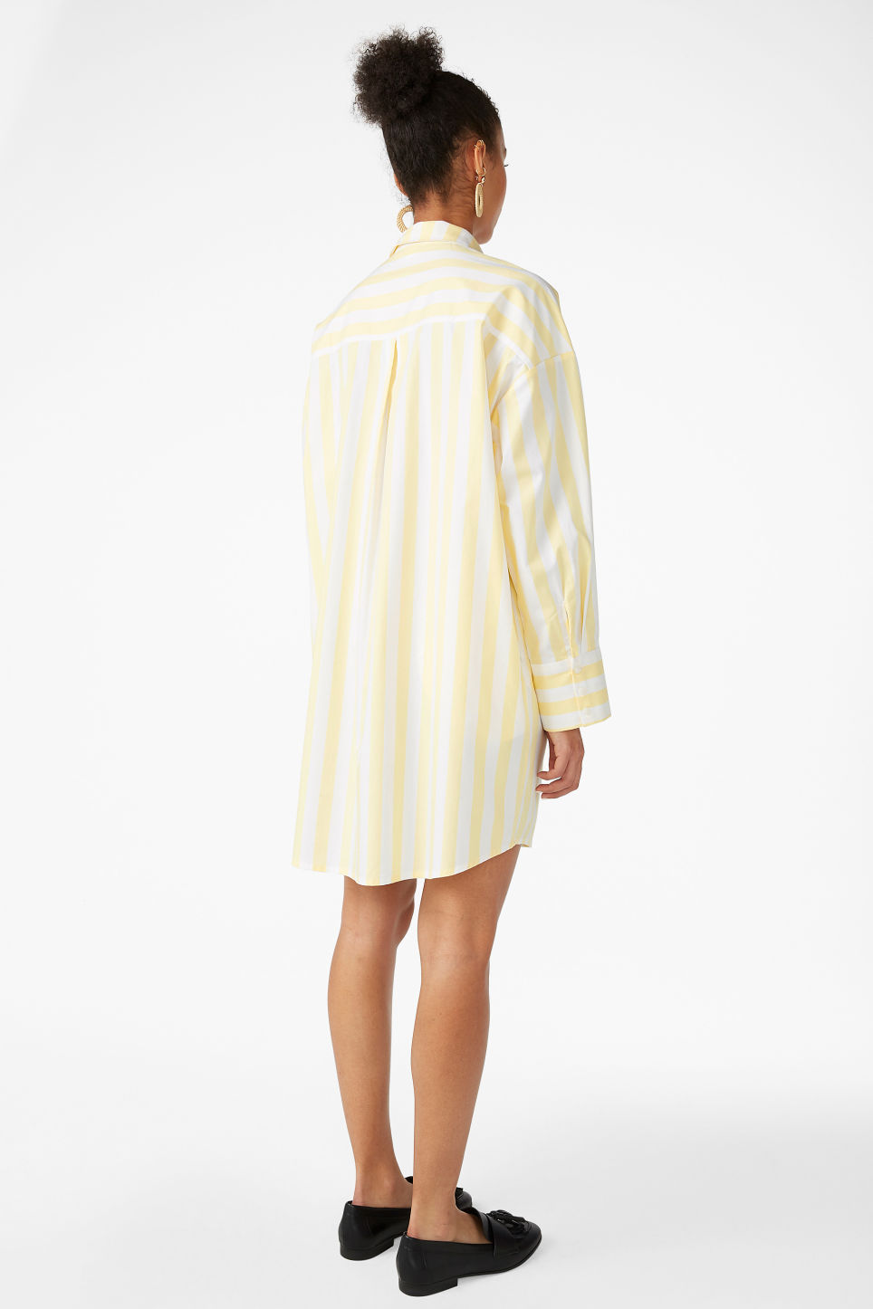 Model back image of Monki oversized shirt dress in yellow