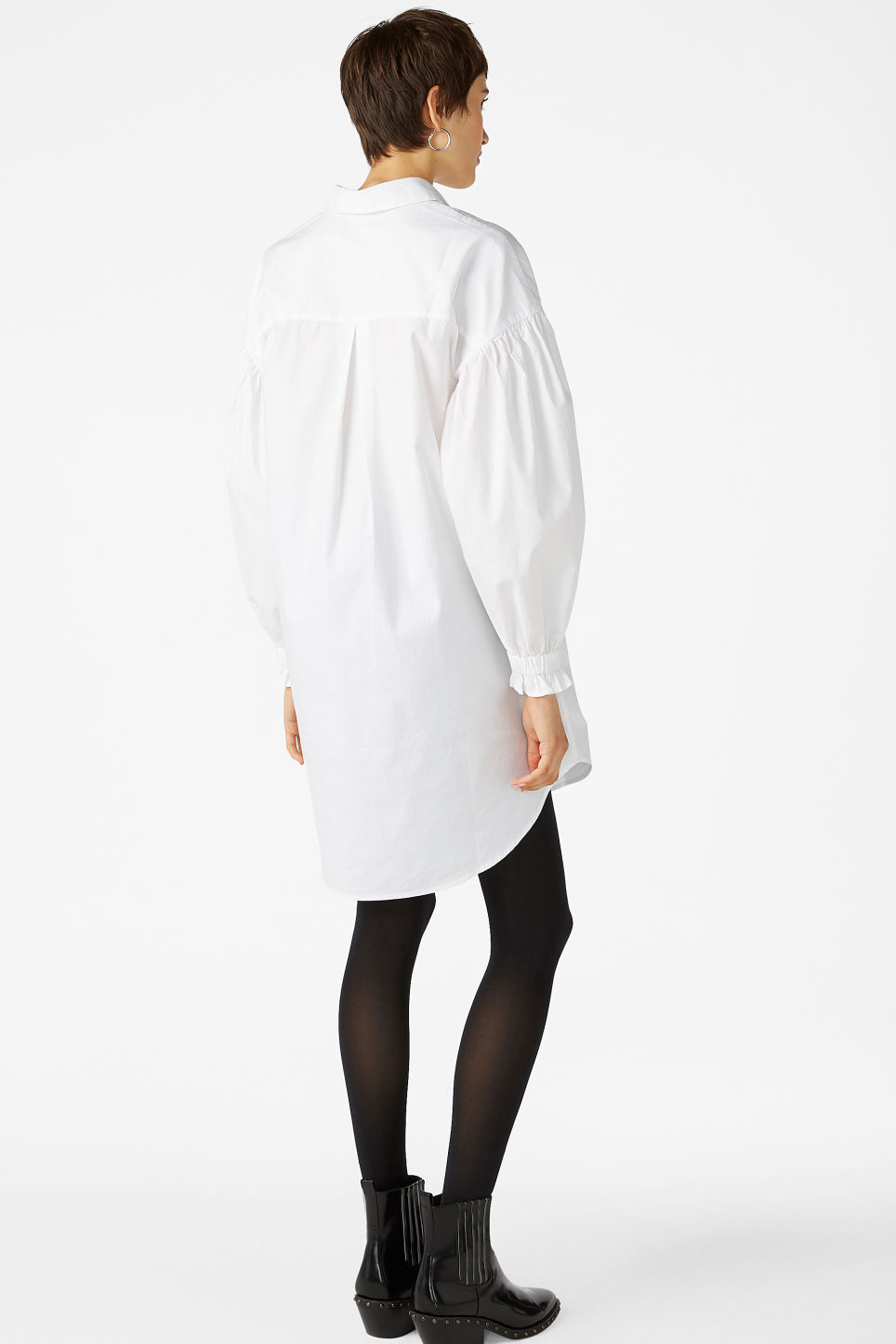 Model back image of Monki oversized shirt dress in white