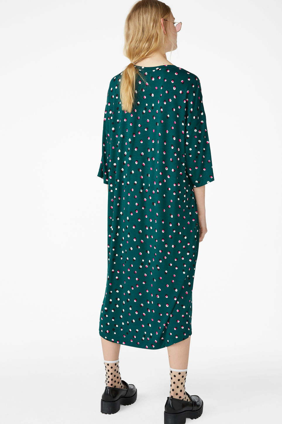 Model back image of Monki oversized t-shirt dress in green