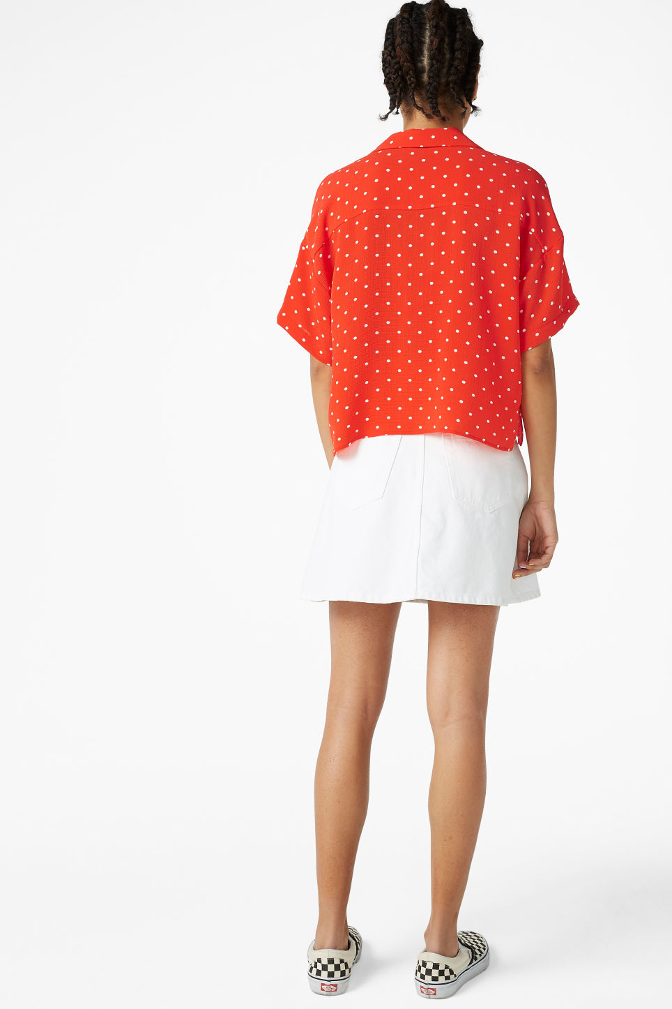 Model back image of Monki short-sleeved blouse in red