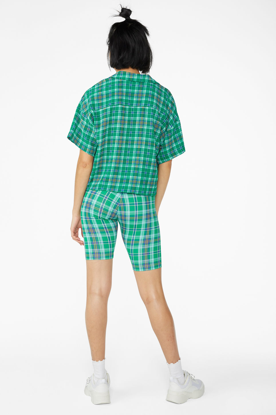 Model back image of Monki short-sleeved crepe blouse in green