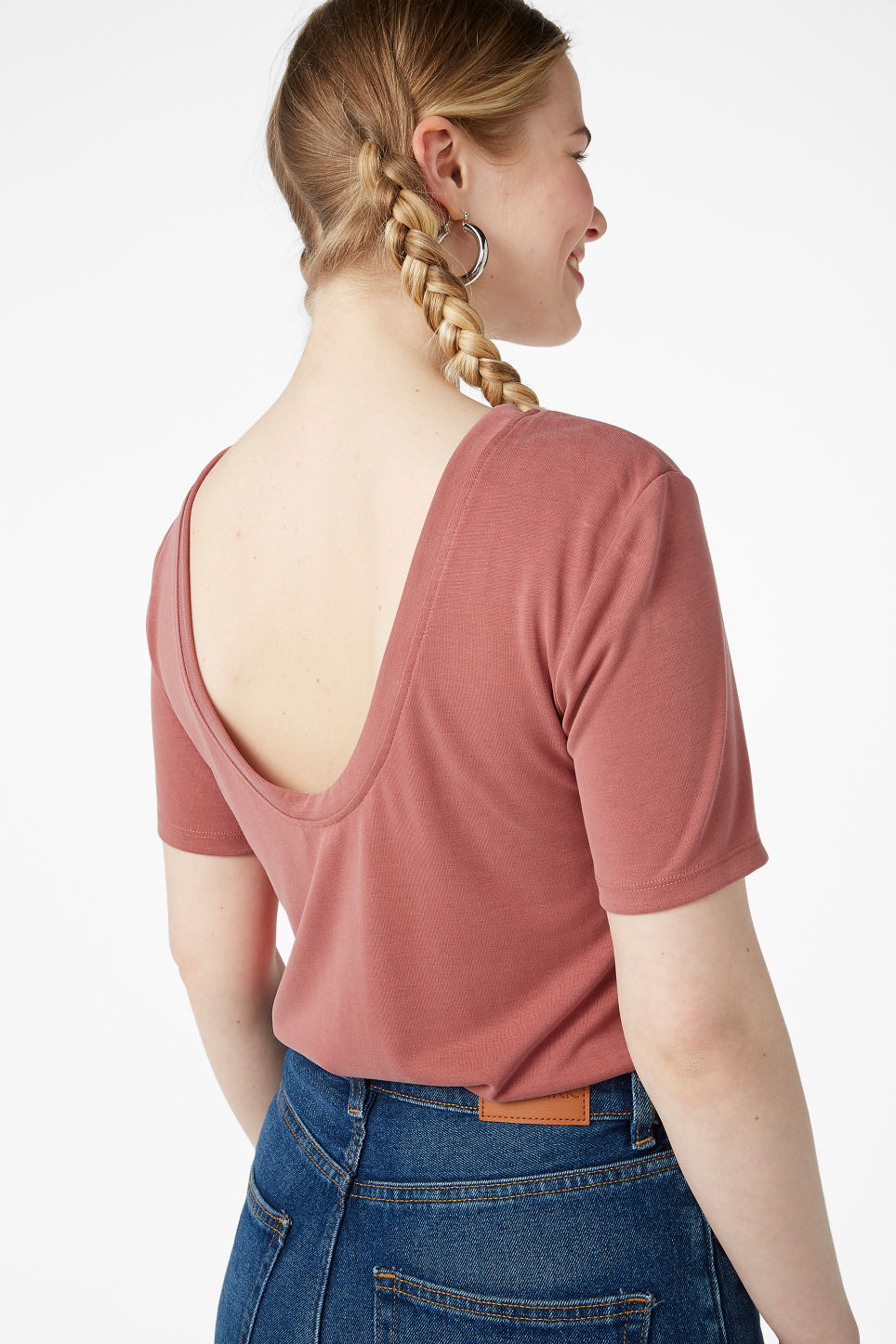 Model back image of Monki super-soft deep back tee in orange
