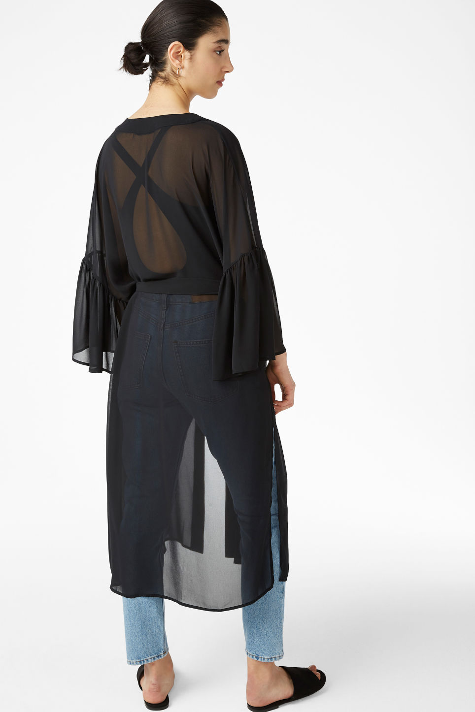 Model back image of Monki flowy kaftan in black