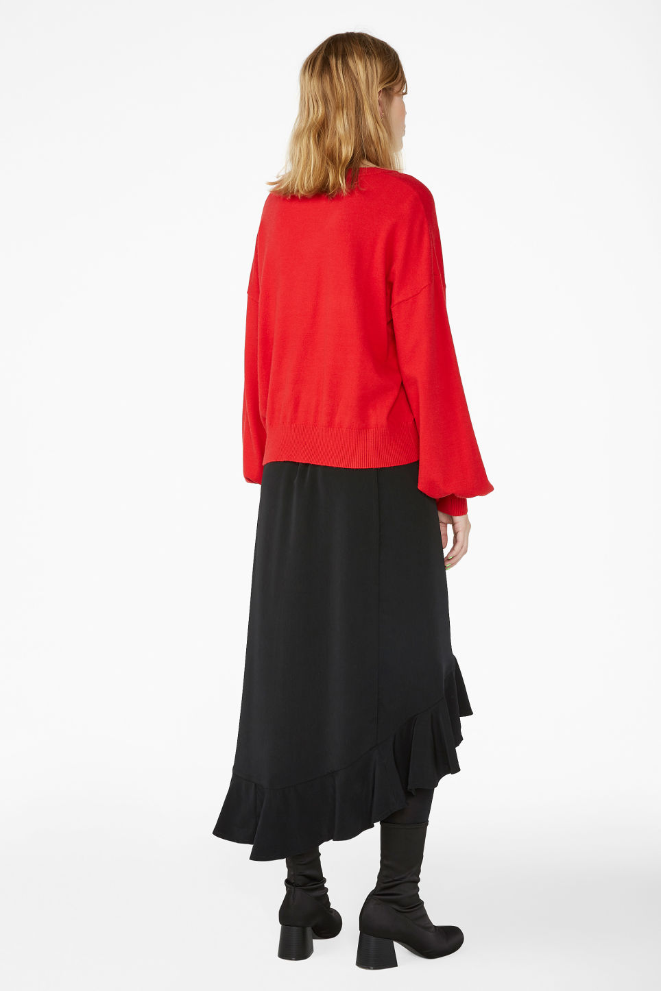 Model back image of Monki balloon sleeved sweater in red