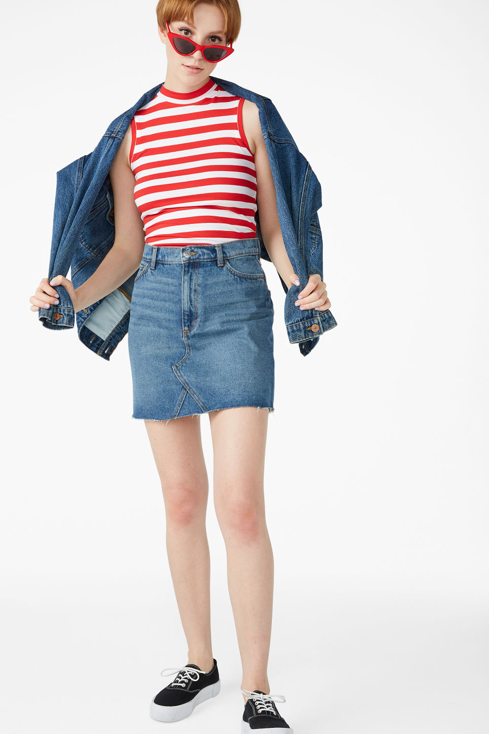 Model front image of Monki denim mini skirt  in blue