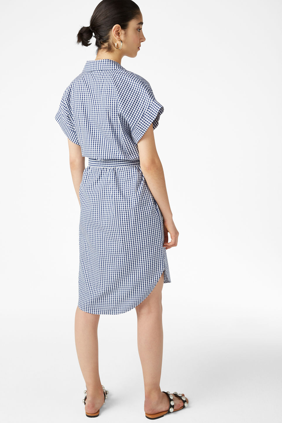 Model back image of Monki short-sleeved shirt dress in blue