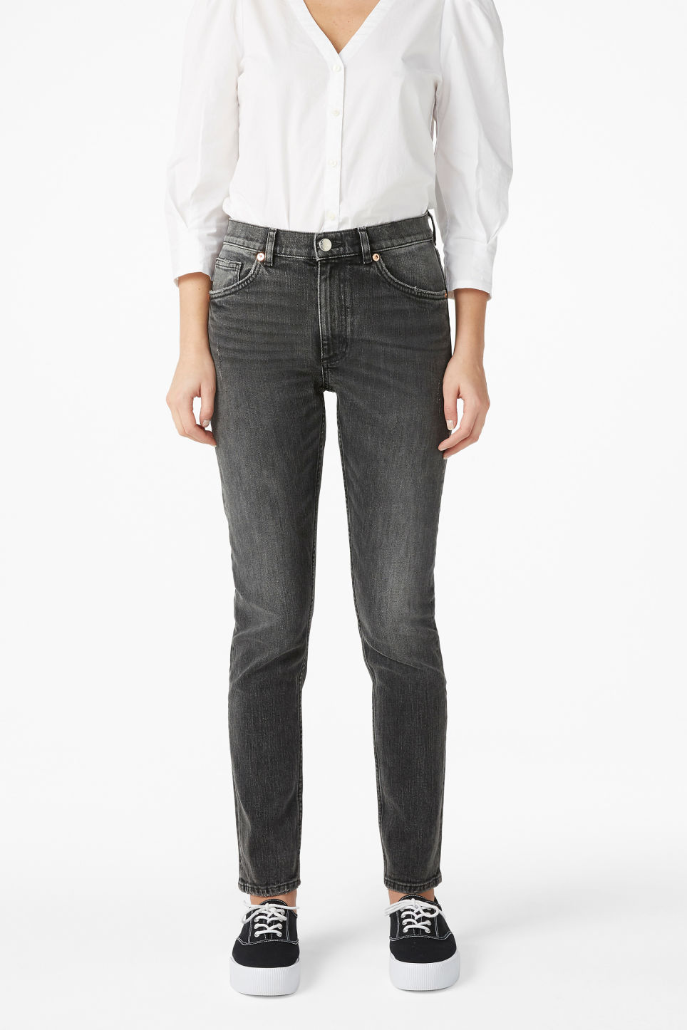 Model front image of Monki moop jeans in black