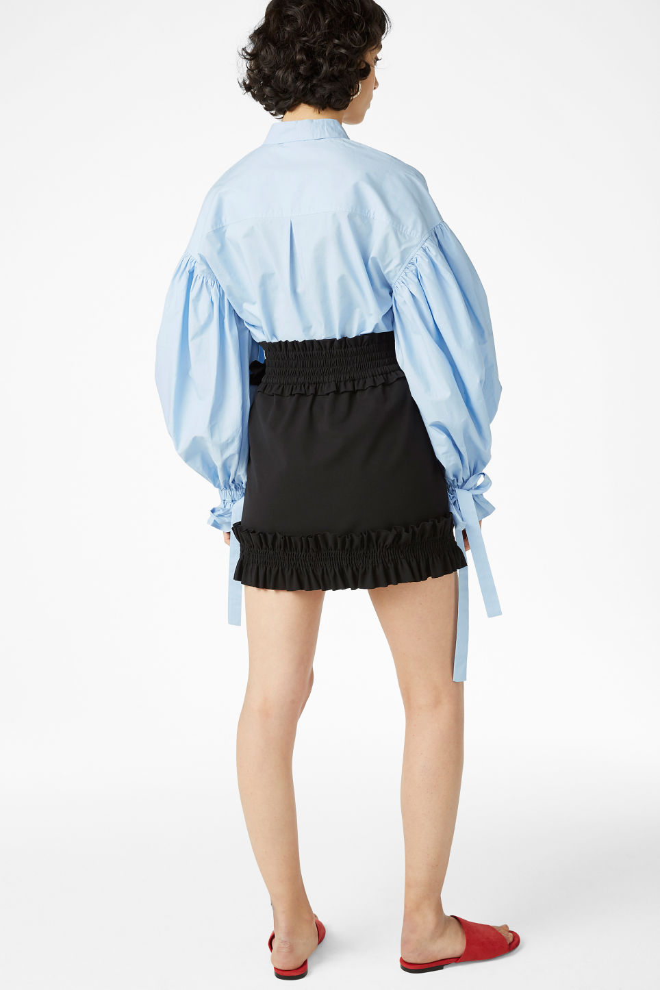 Model back image of Monki ruffled mini skirt in black