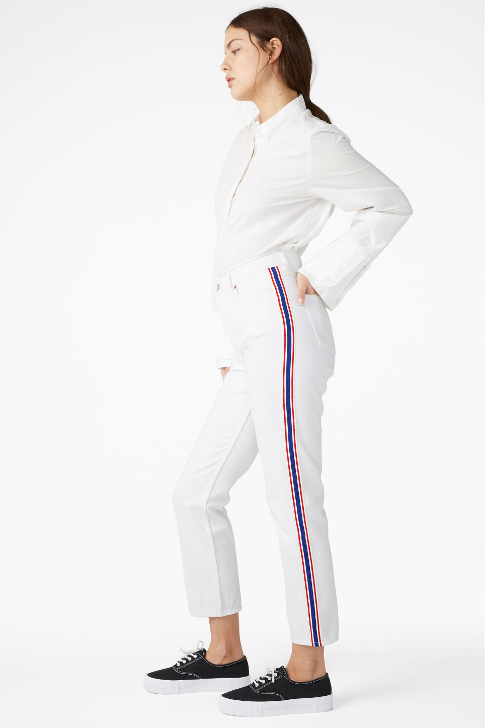 Model front image of Monki moluna striped jeans in white