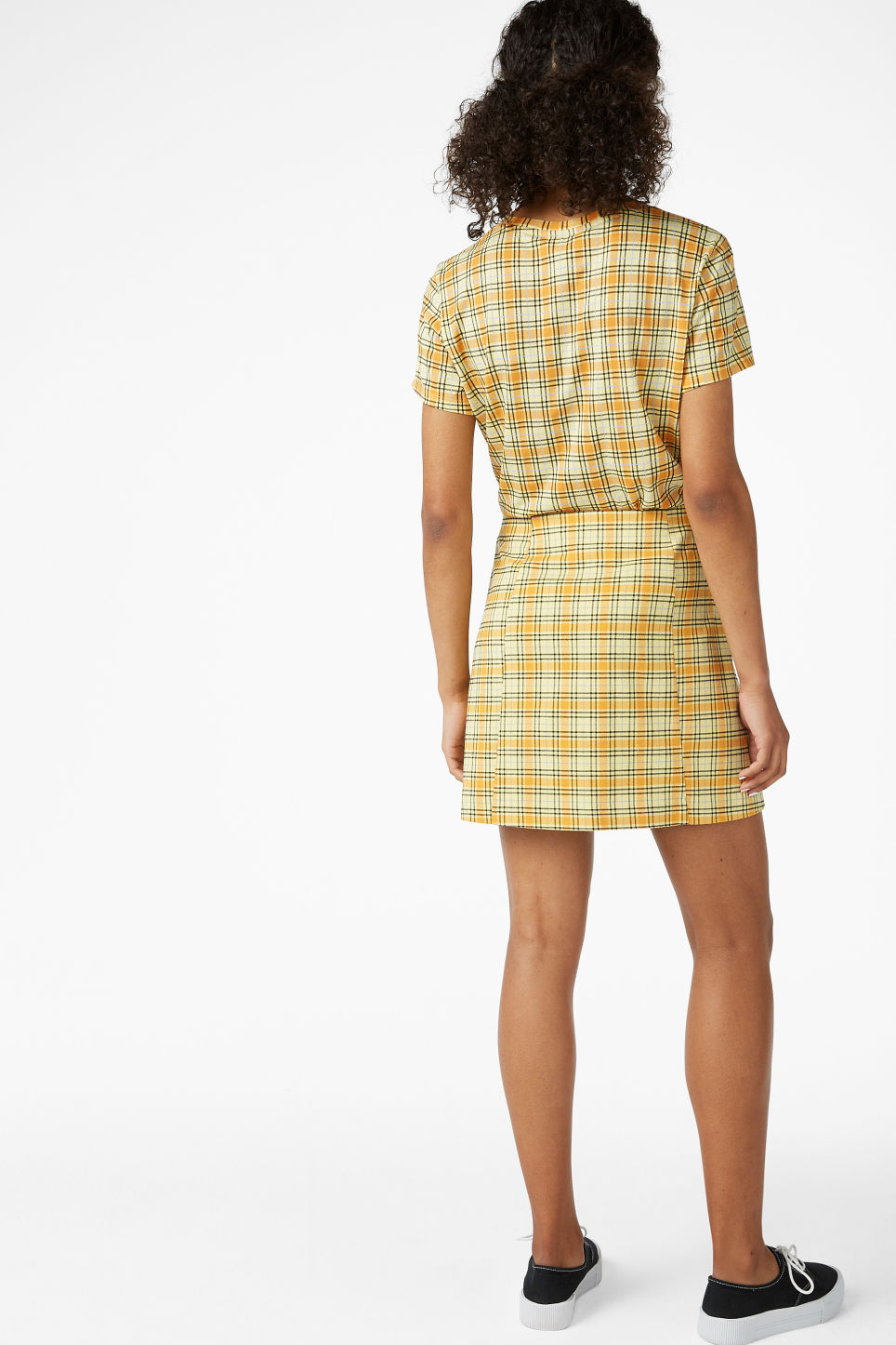 Model back image of Monki a-line mini skirt  in yellow
