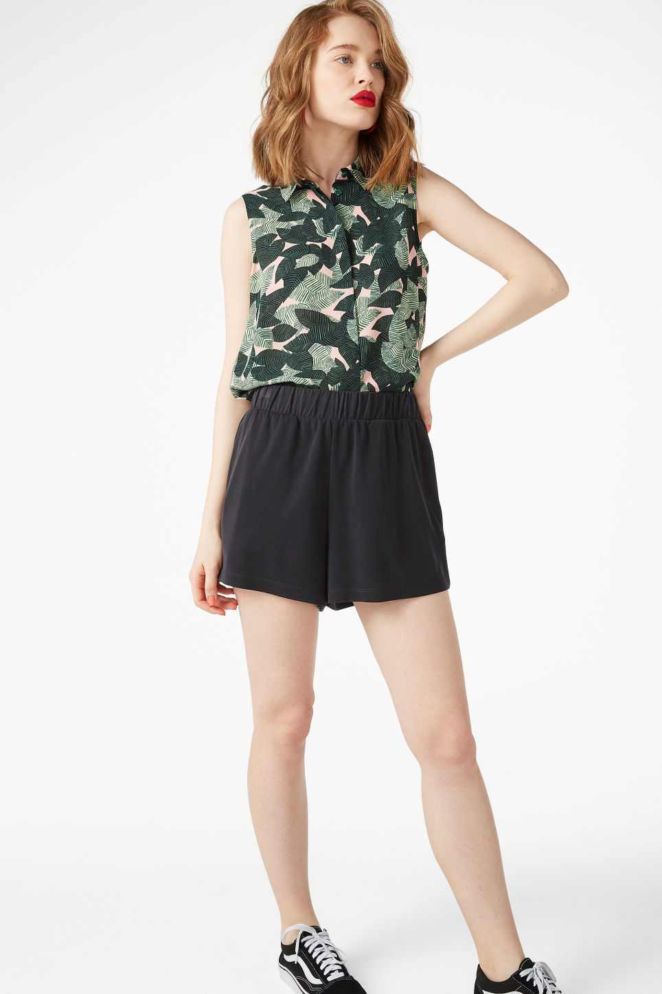 Model front image of Monki sleeveless blouse in pink