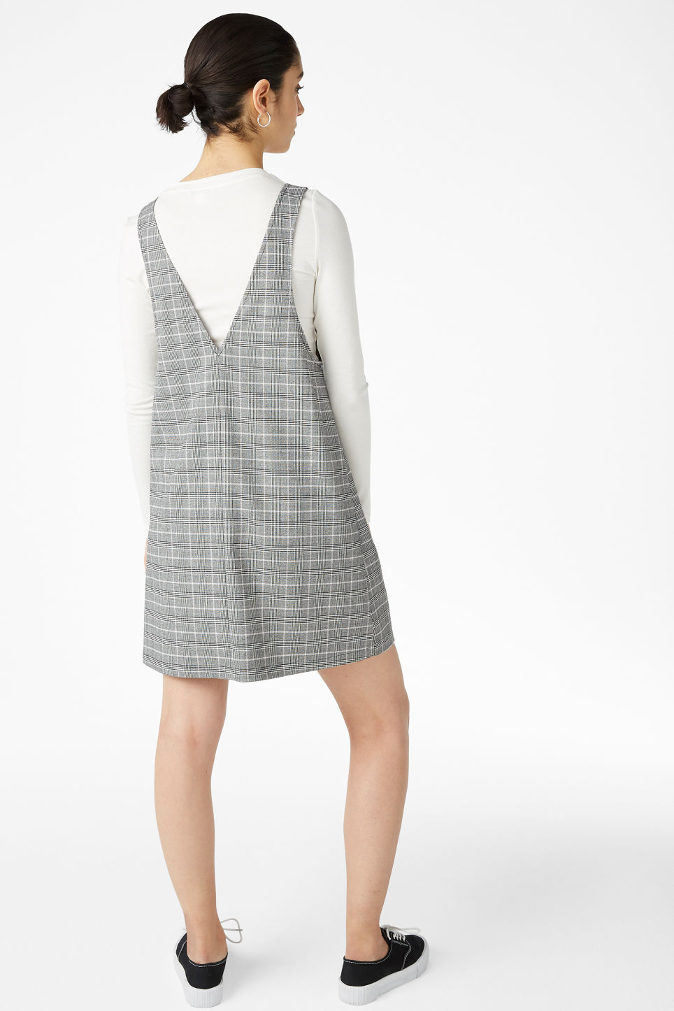 Model back image of Monki pinafore dress in grey