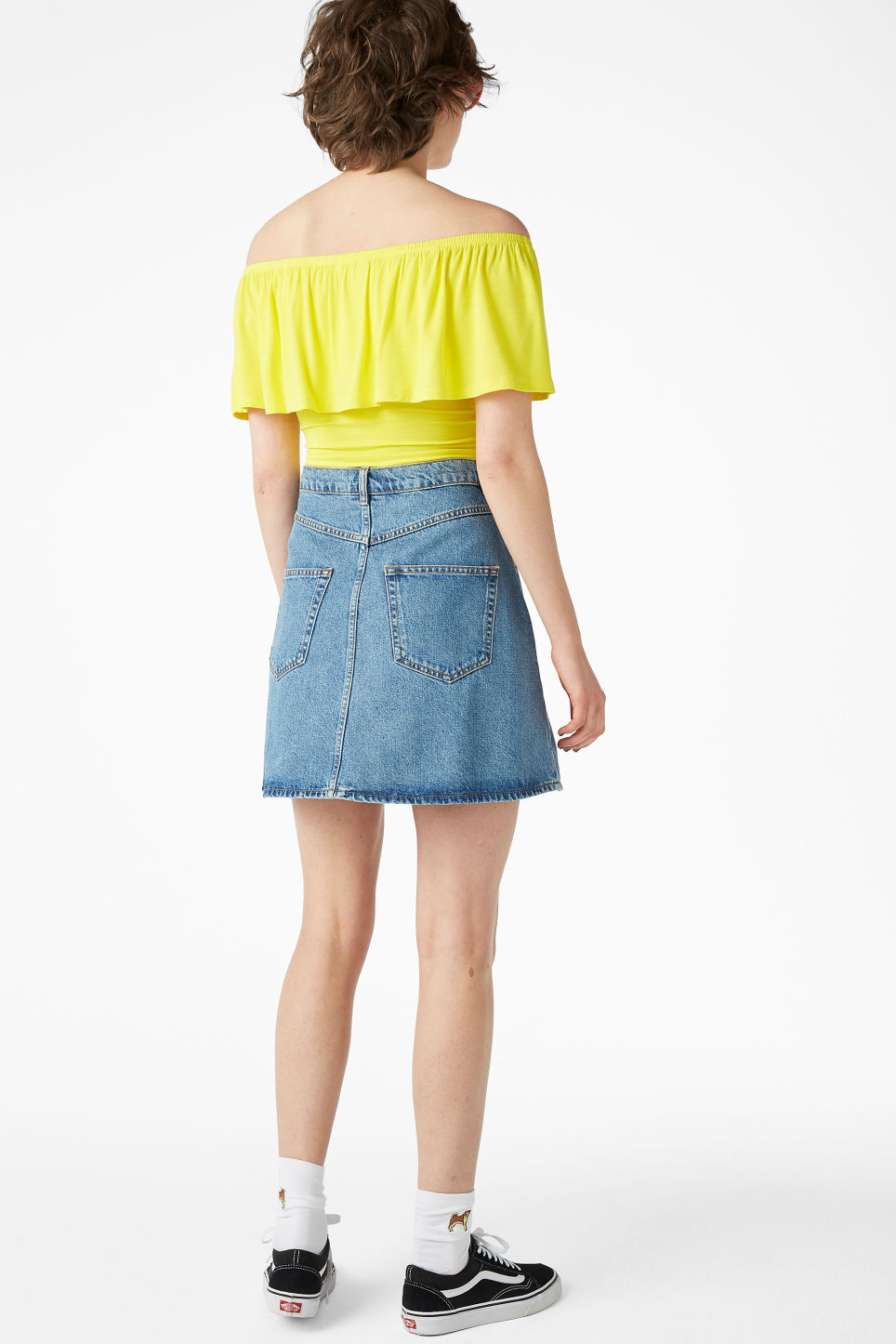 Model back image of Monki cold shoulder top in yellow