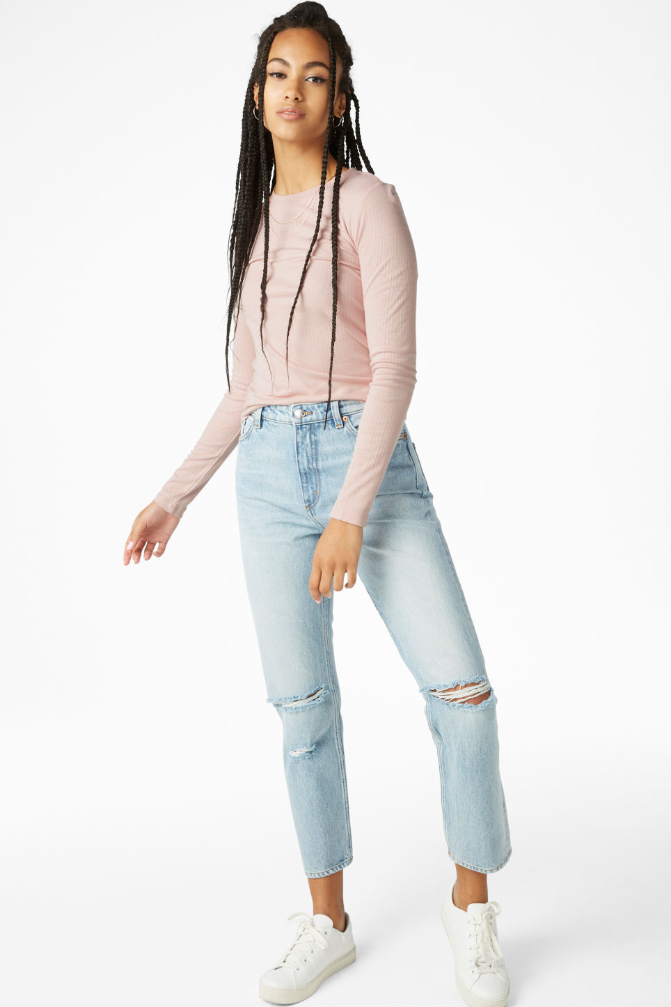 Model front image of Monki moluna distressed jeans in blue