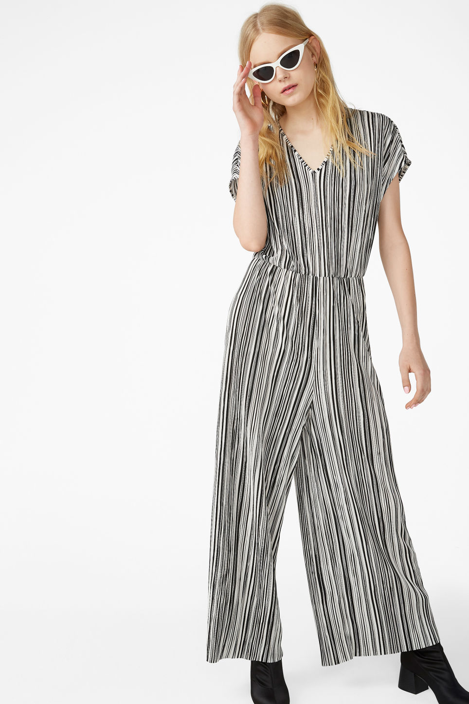 72935e20cf88 Model front image of Monki wide leg jumpsuit in black