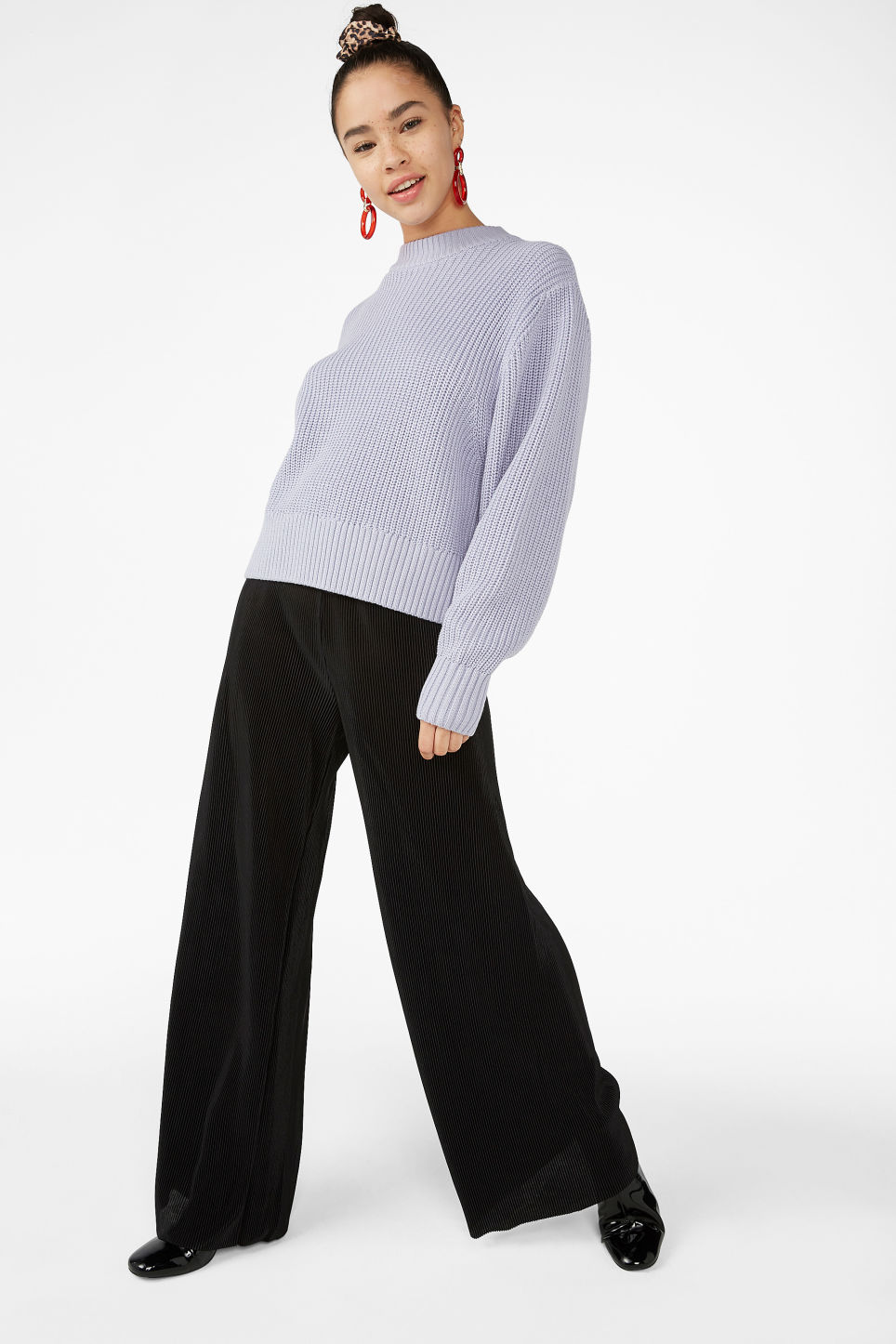 Model front image of Monki pleated plissé trousers in black