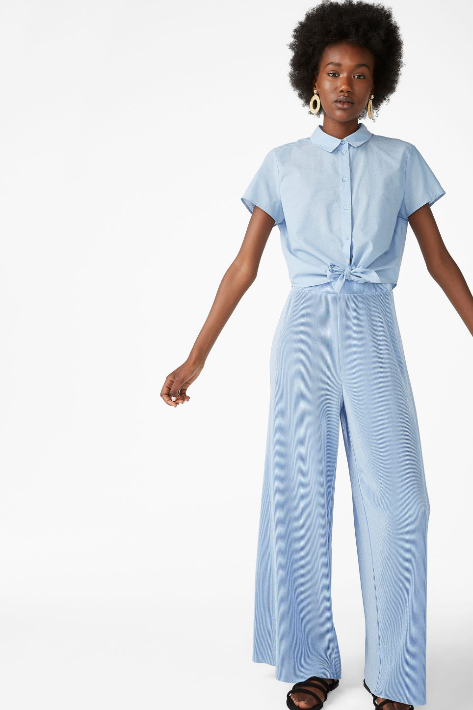 Model front image of Monki pleated plissé trousers in blue