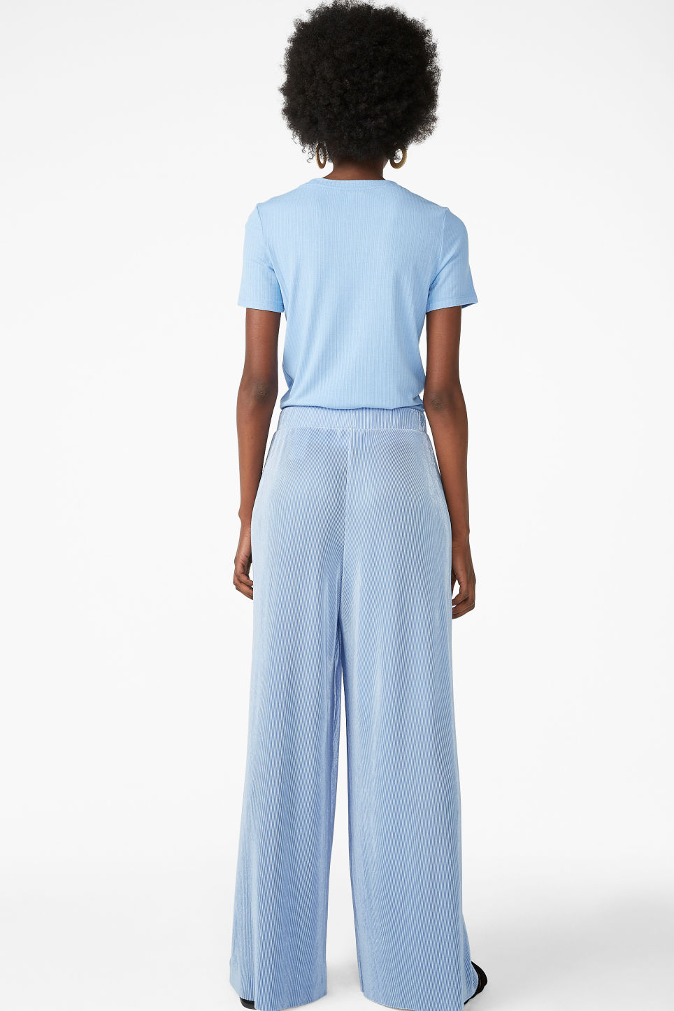 Model back image of Monki pleated plissé trousers in blue