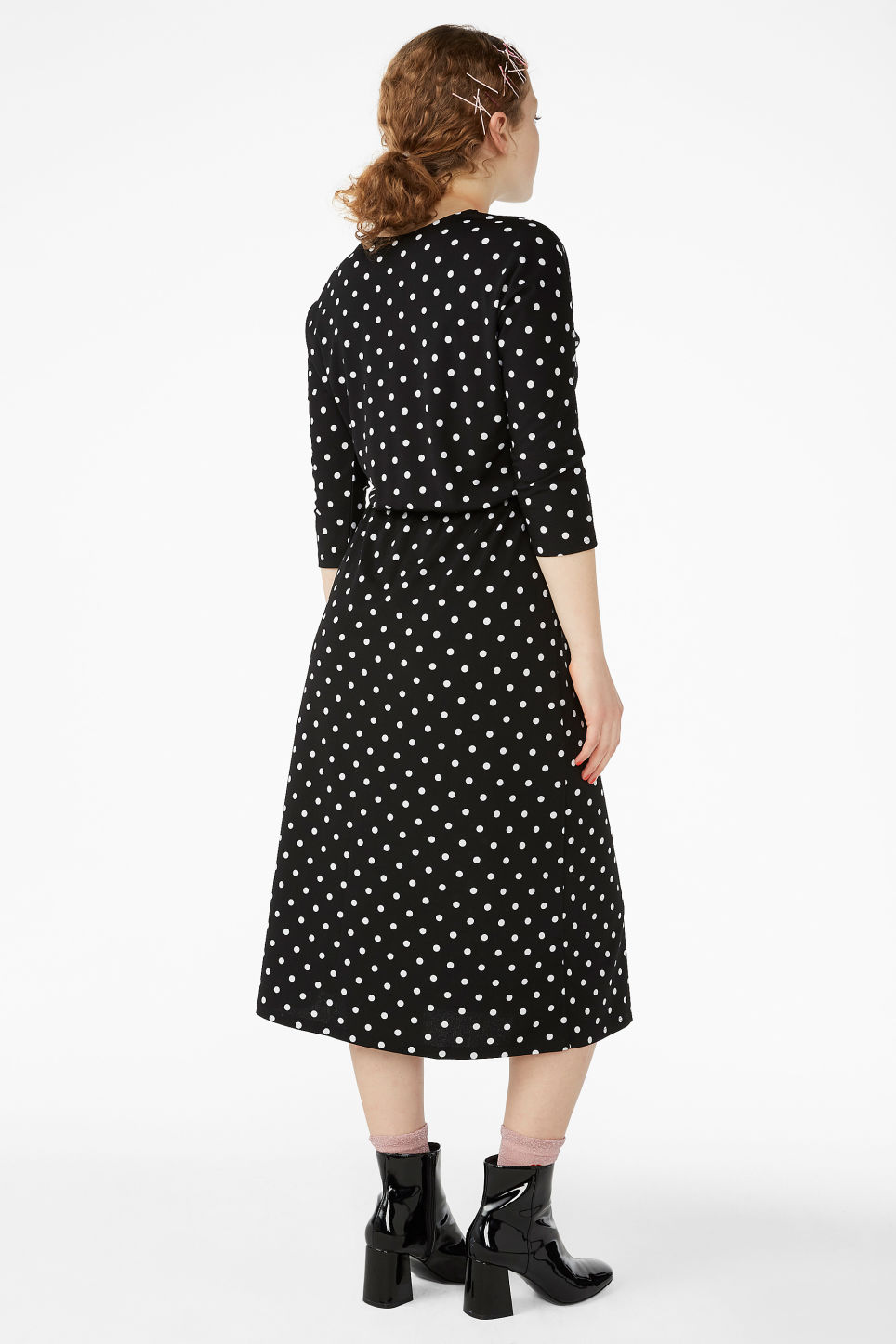 Model back image of Monki elastic-waist long dress in black