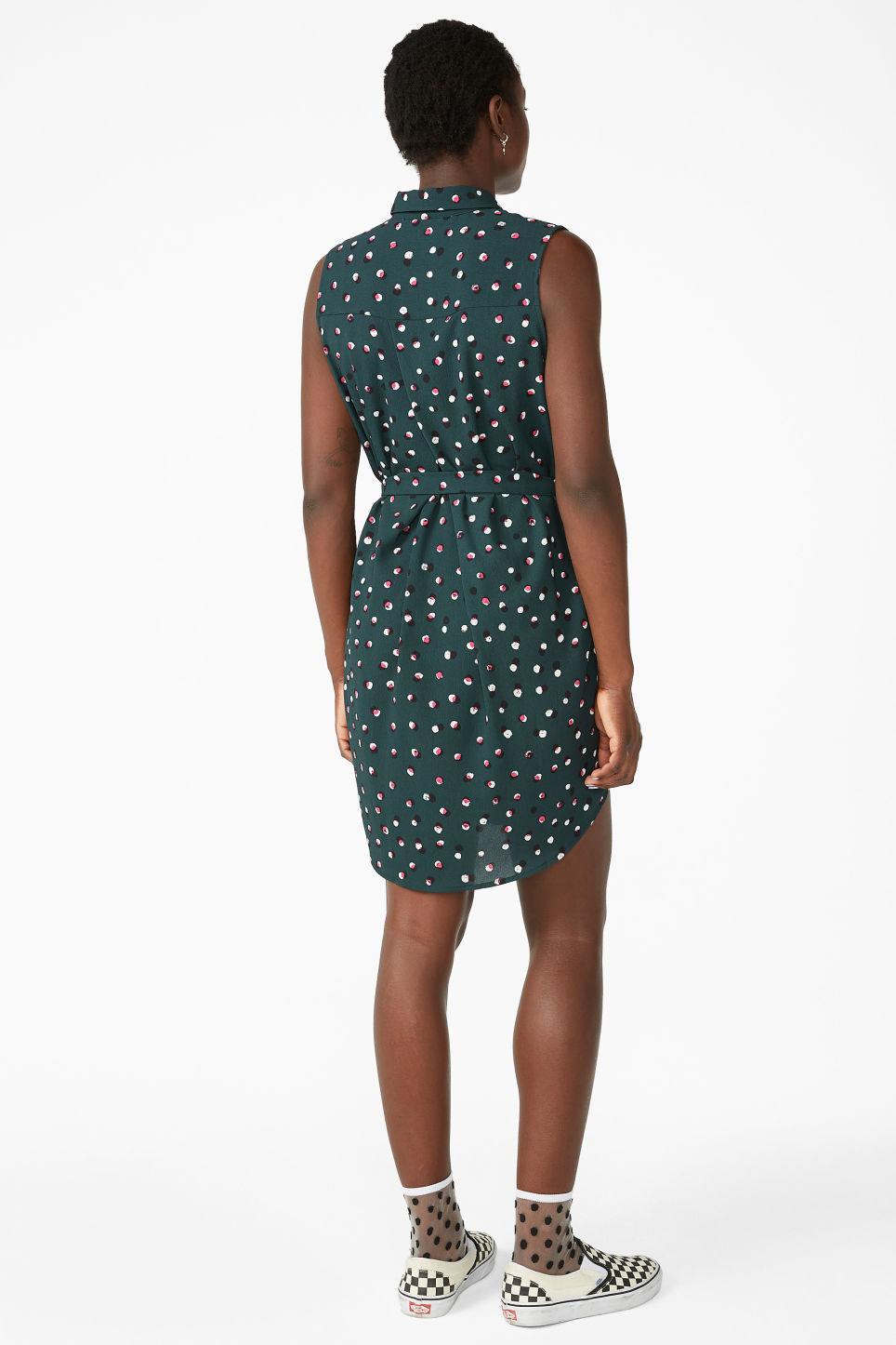 Model back image of Monki sleeveless shirtdress  in green