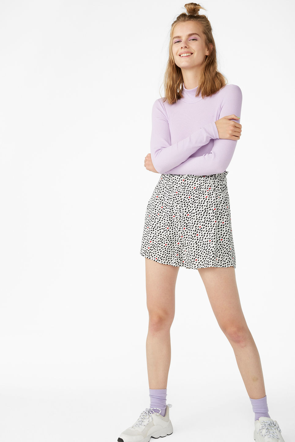 Model front image of Monki flowy shorts in beige