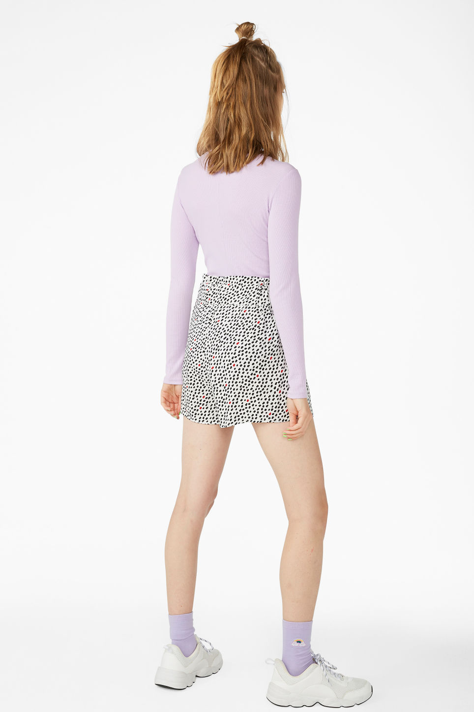 Model back image of Monki flowy shorts in beige