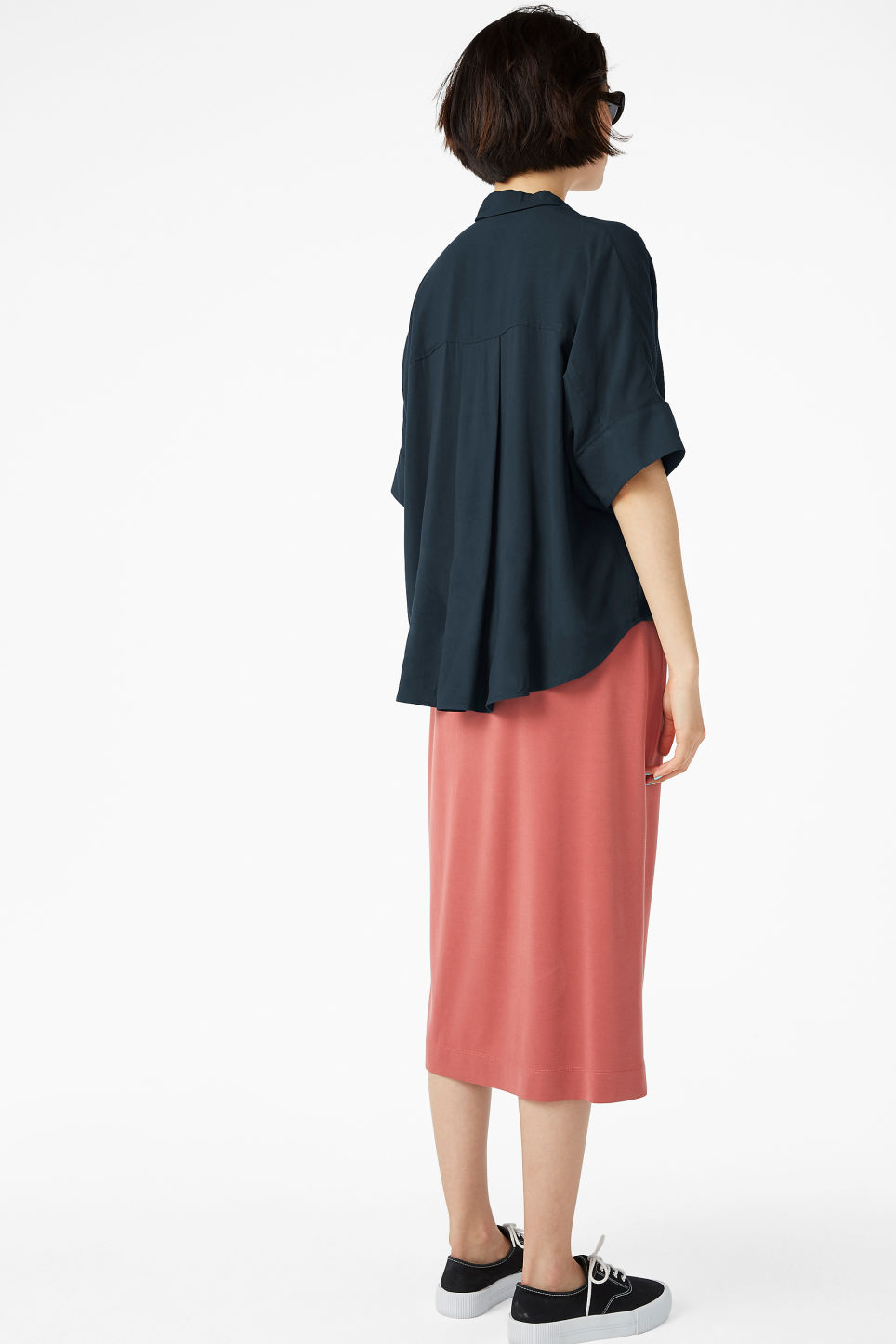 Model back image of Monki oversized boxy shirt in blue