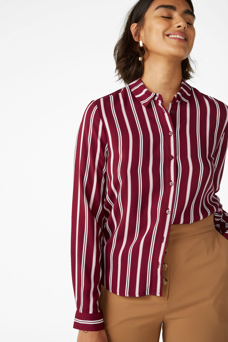 Model front image of Monki classic button-up shirt  in red