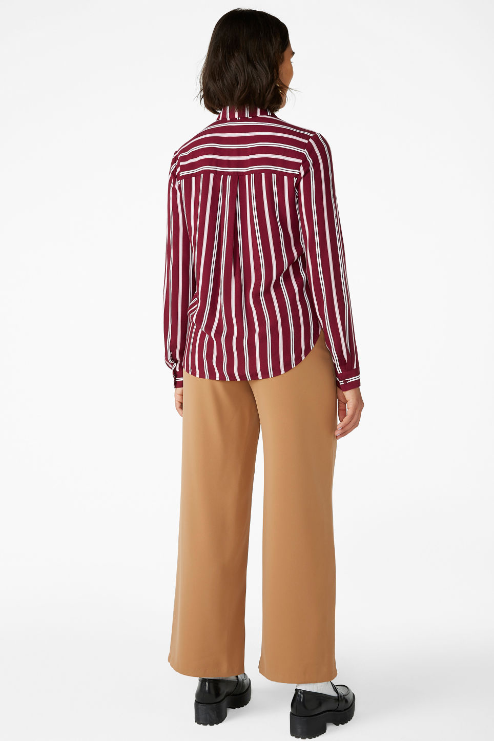 Model back image of Monki classic button-up shirt  in red