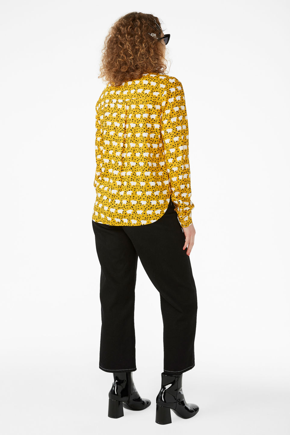 Model back image of Monki classic button-up shirt  in yellow