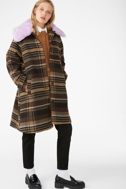 Checked coat with detachable collar