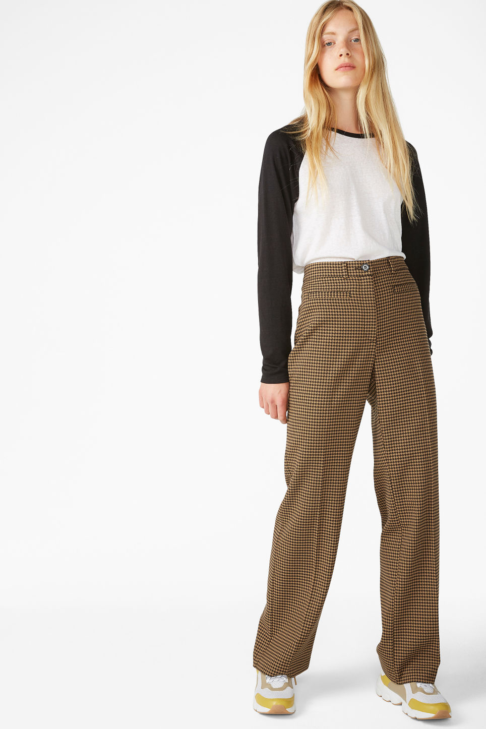 Model front image of Monki dressy trousers in beige