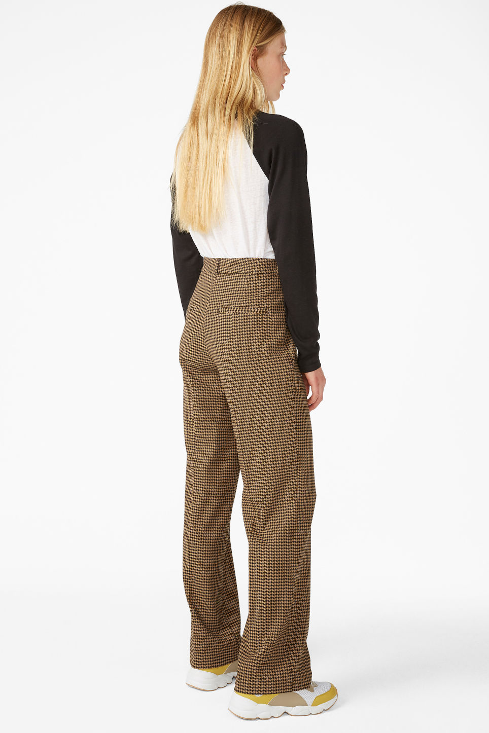 Model back image of Monki dressy trousers in beige