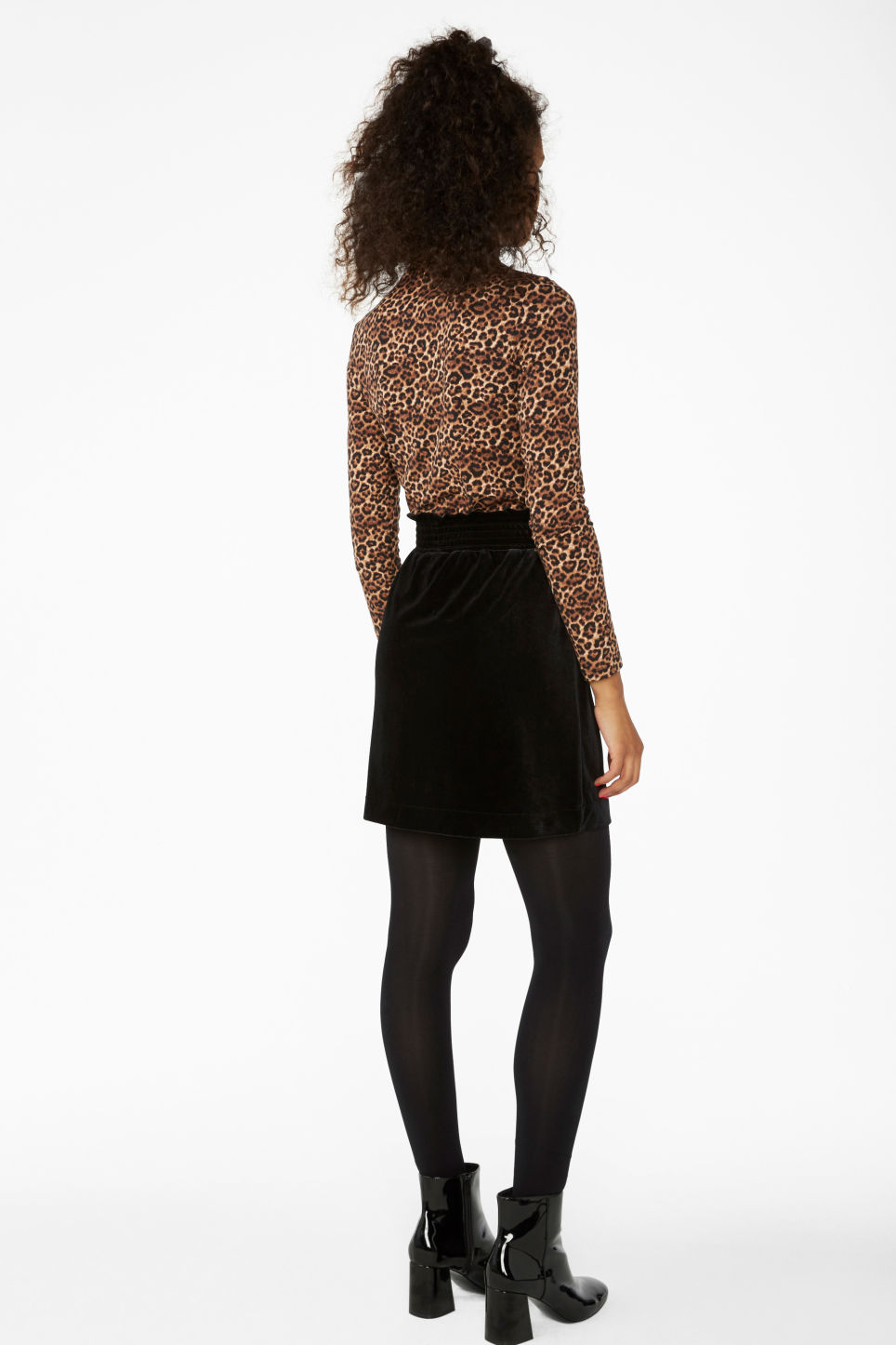 Model back image of Monki velvet mini skirt in black
