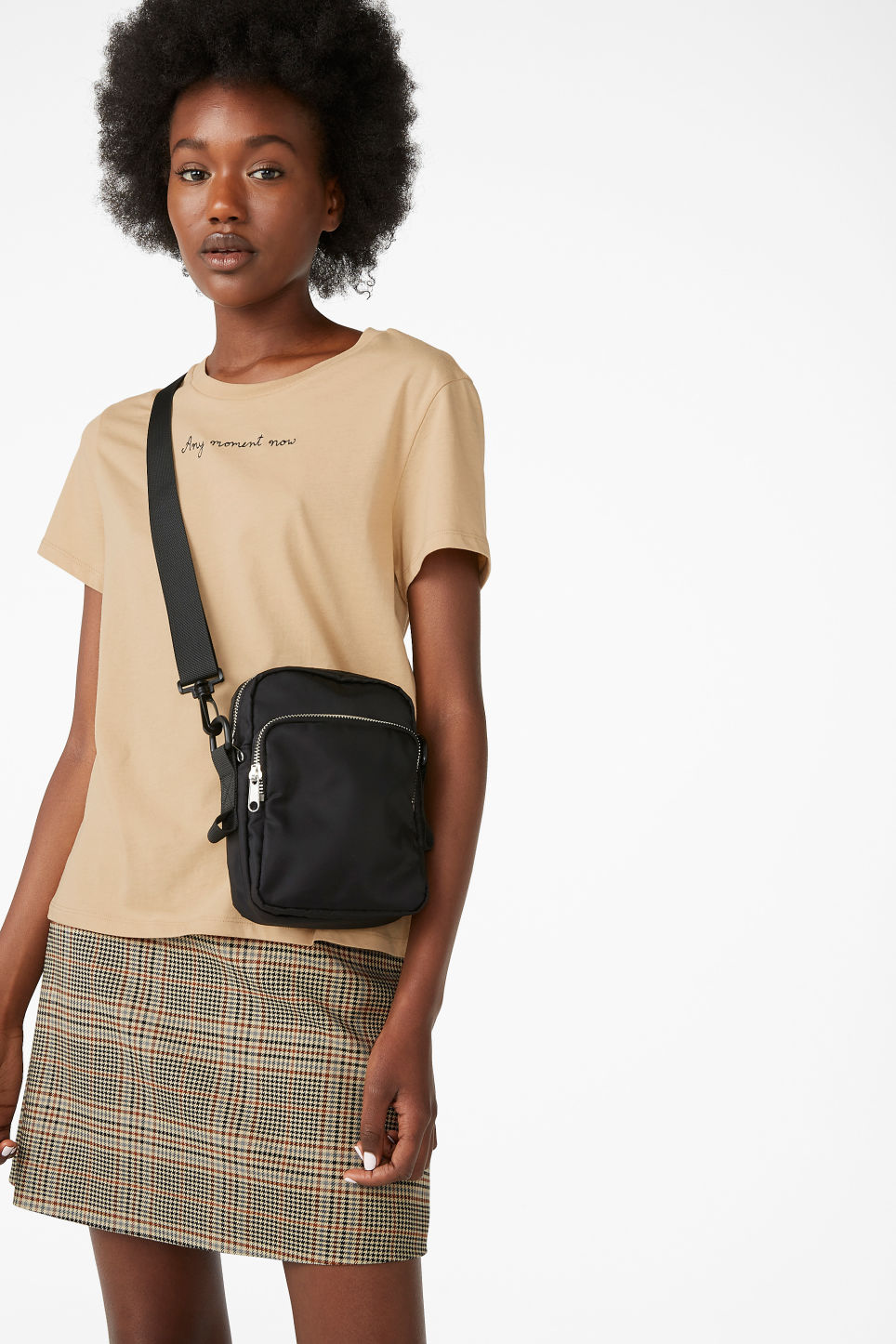 Model front image of Monki cotton tee in beige