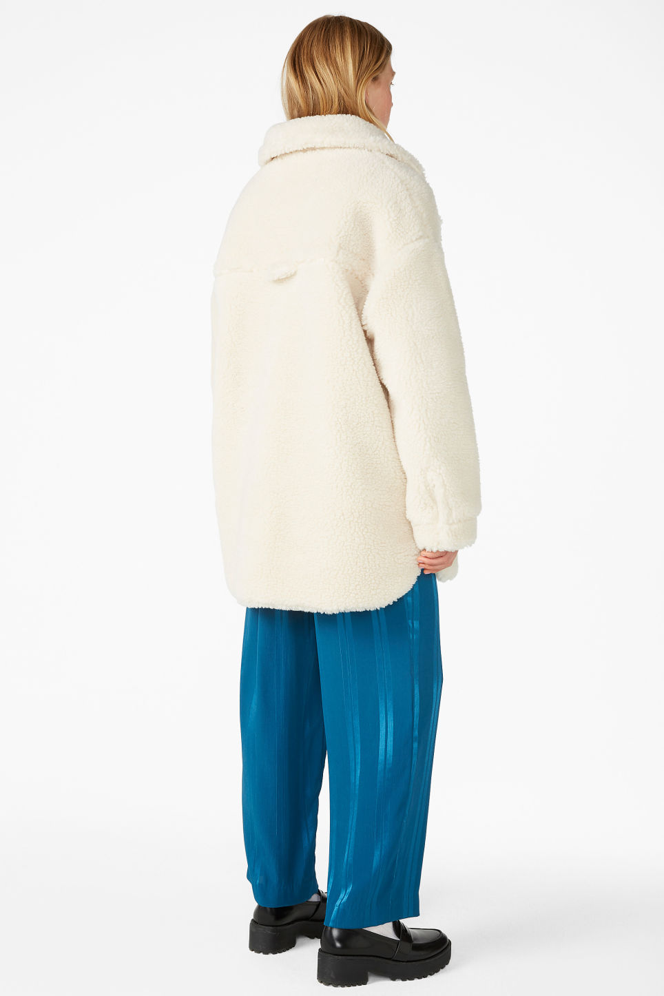Model back image of Monki fluffy coat in white