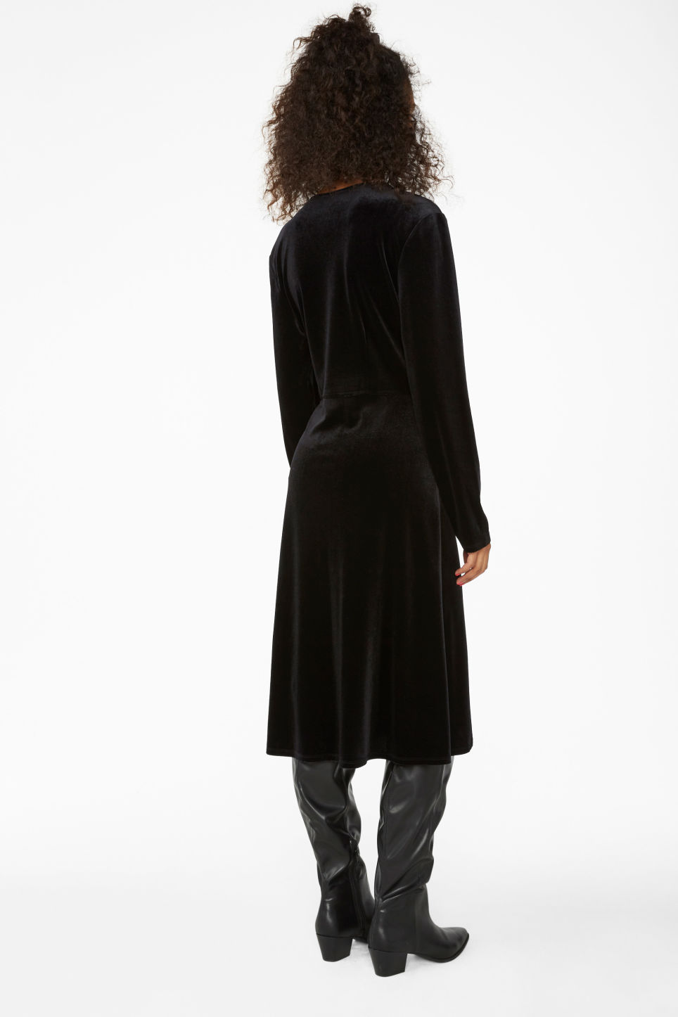 Model back image of Monki velvet wrap dress in black