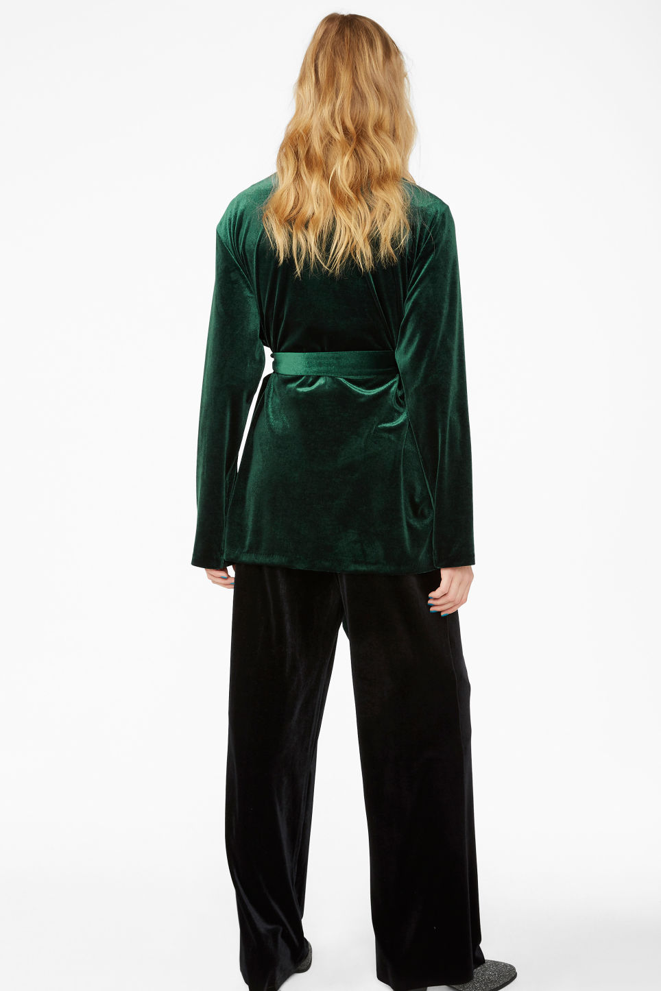 Model back image of Monki velvet wrap blazer in green