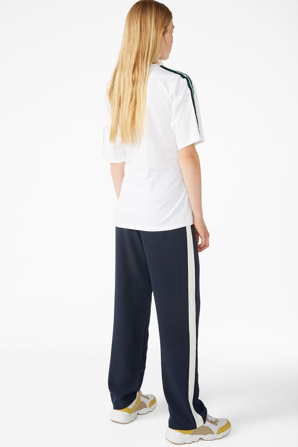 Model back image of Monki oversized front tie tee in white