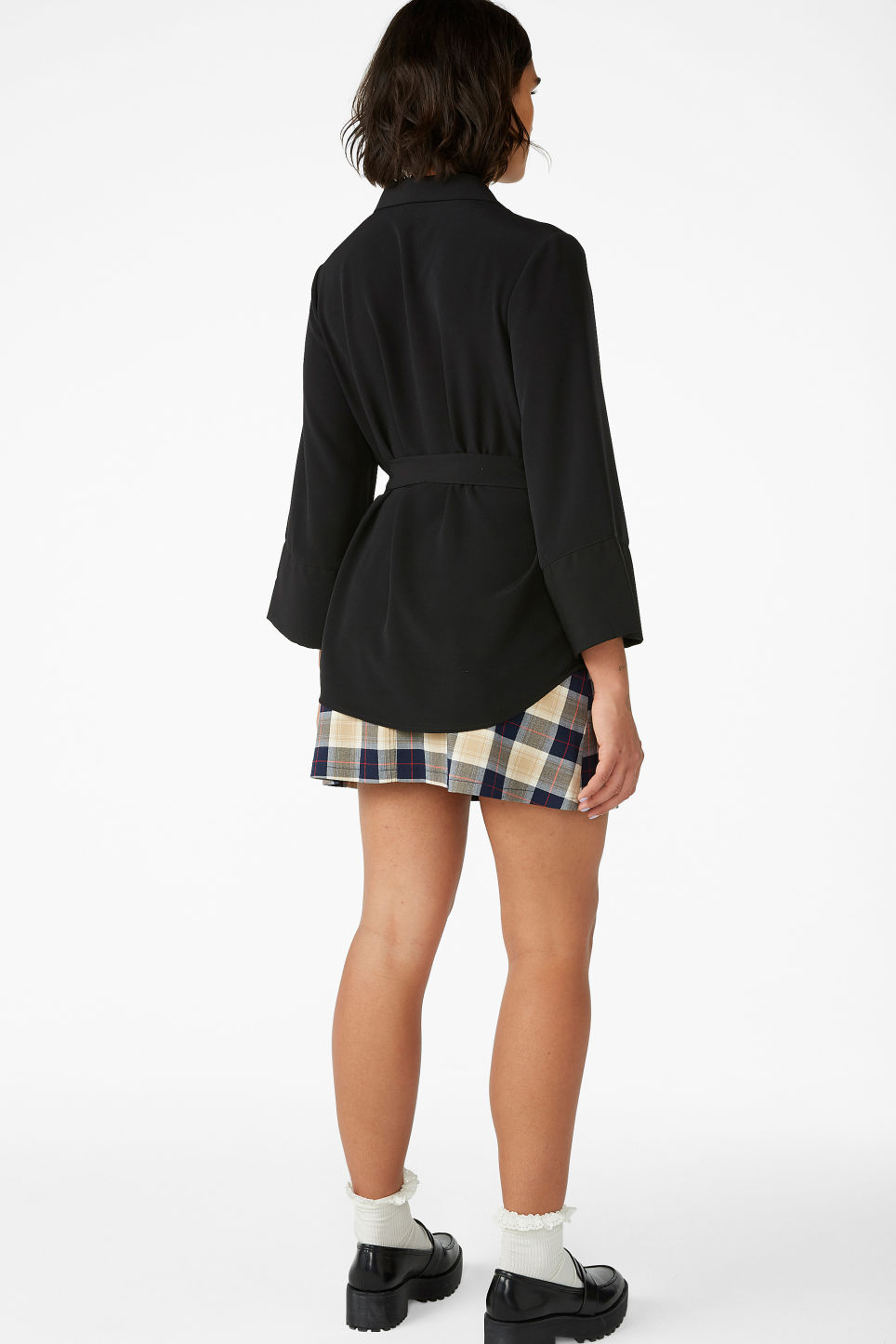 Model back image of Monki luxe kimono shirt in black