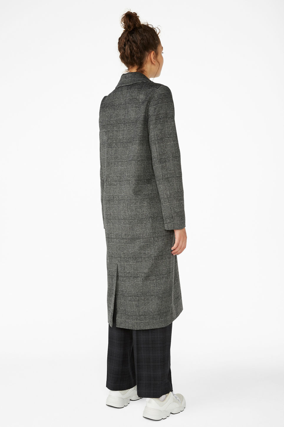 Model back image of Monki classic coat in grey
