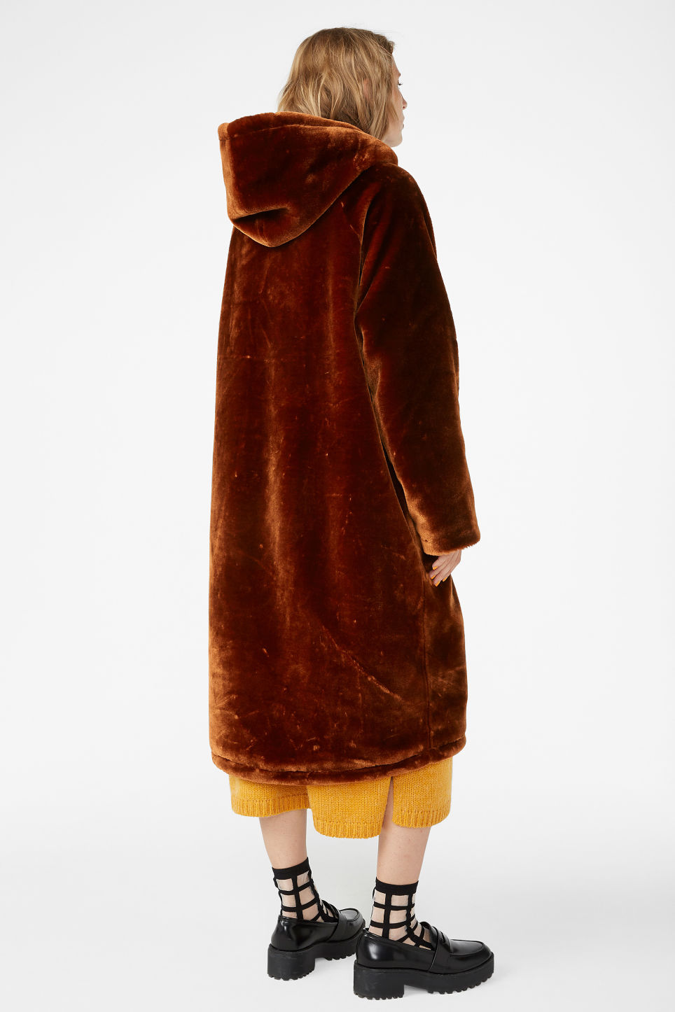 Model back image of Monki long faux fur coat in orange