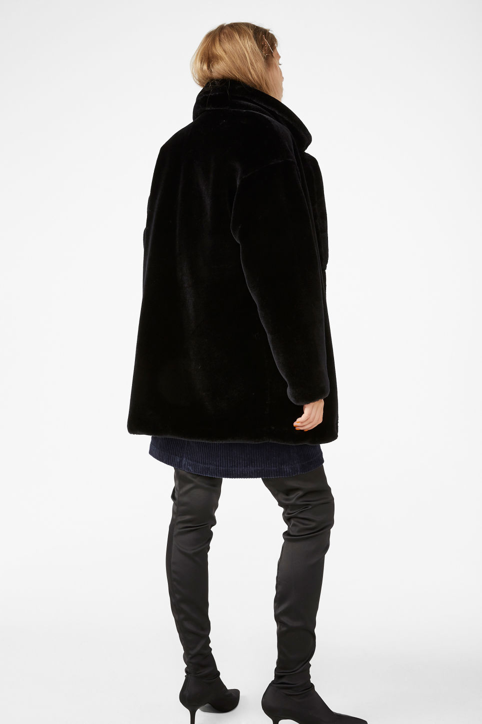 Model back image of Monki super-soft fluffy coat in black