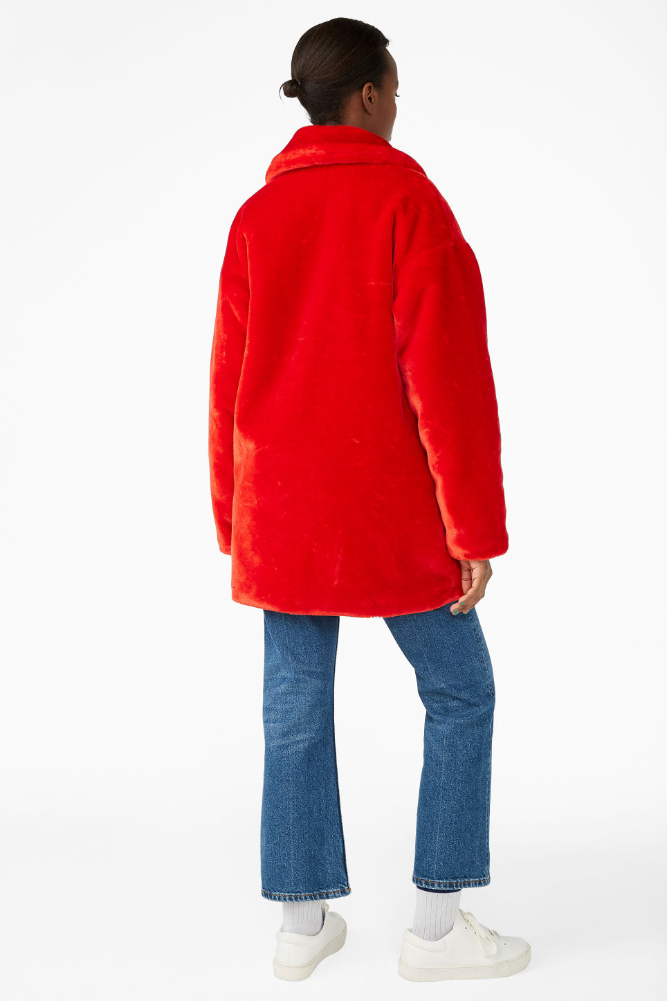 Model back image of Monki super-soft fluffy coat in red