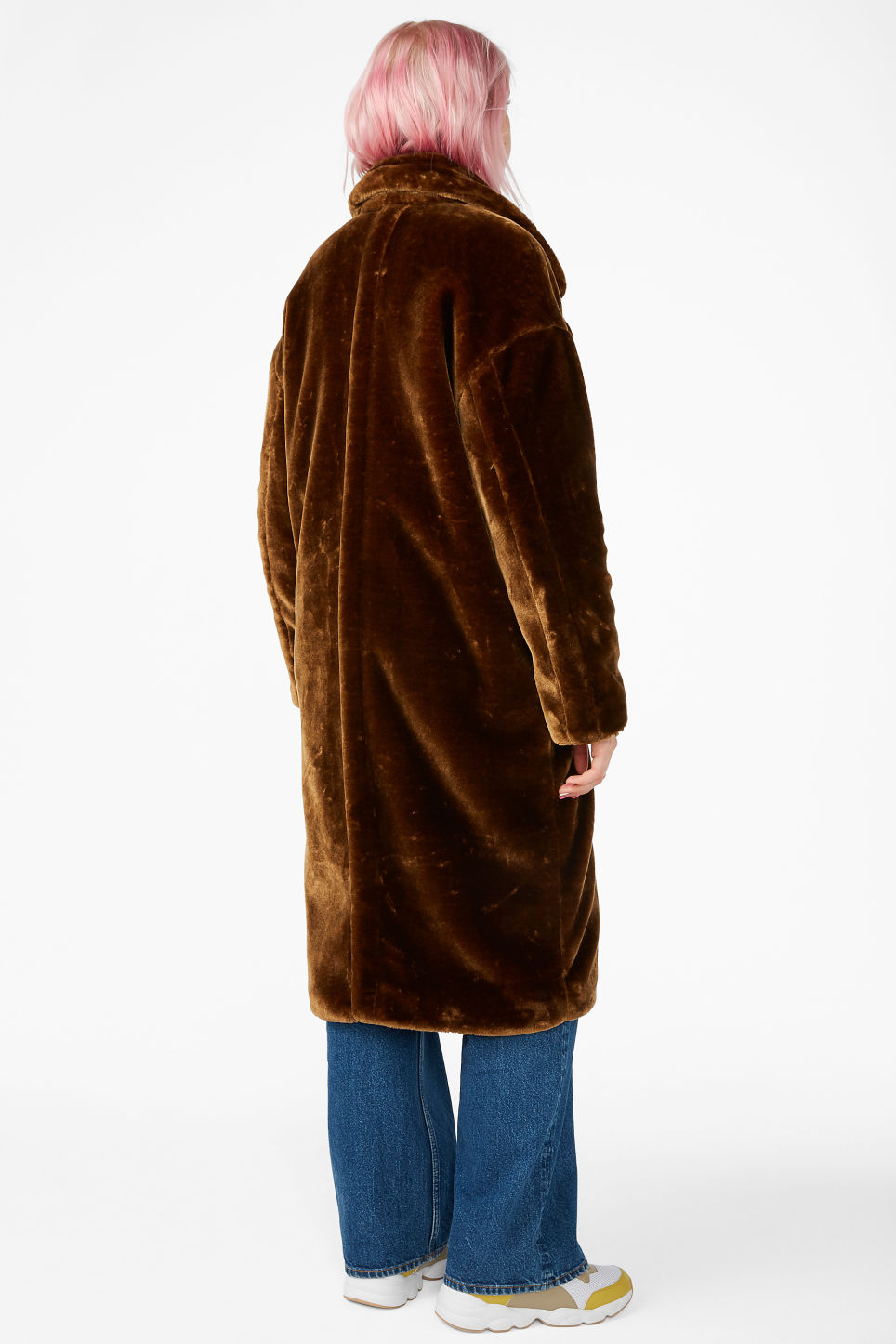 Model back image of Monki long faux fur coat in brown