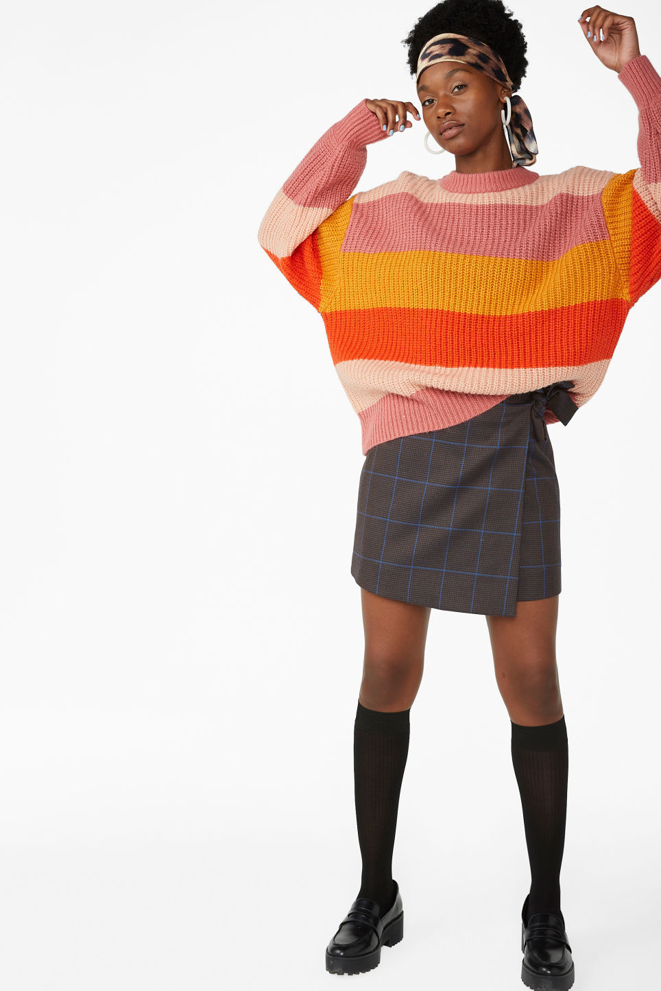 Model front image of Monki chunky knit sweater in pink