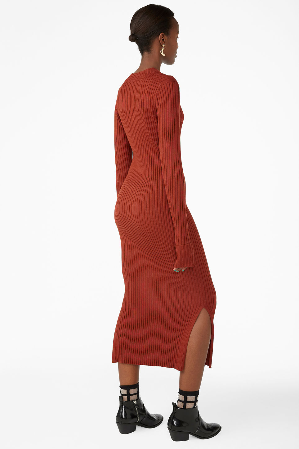 Model back image of Monki long ribbed dress in orange
