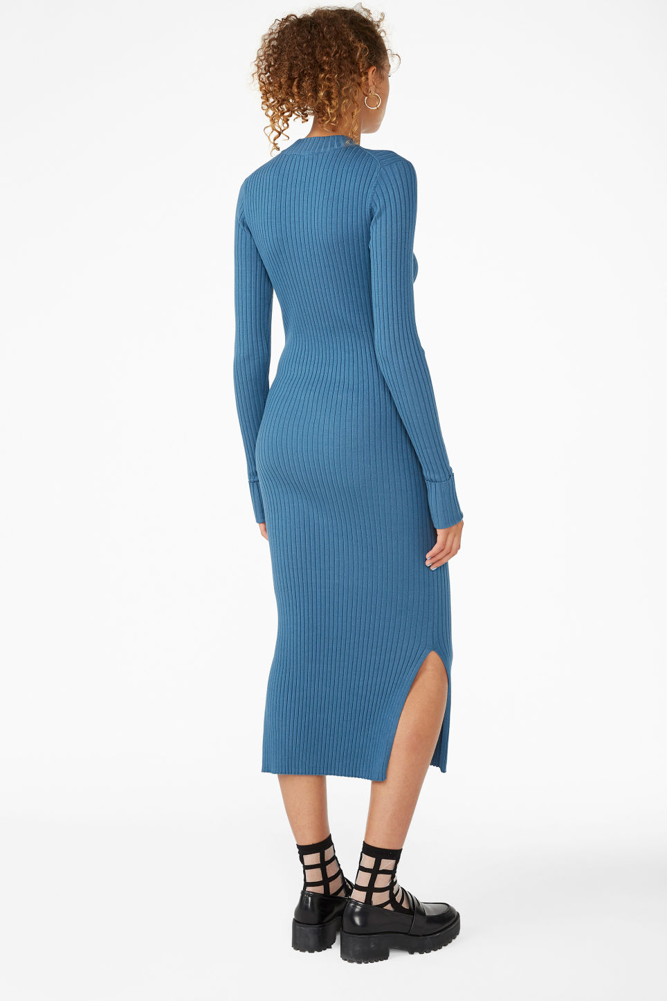 Model back image of Monki long ribbed dress in blue