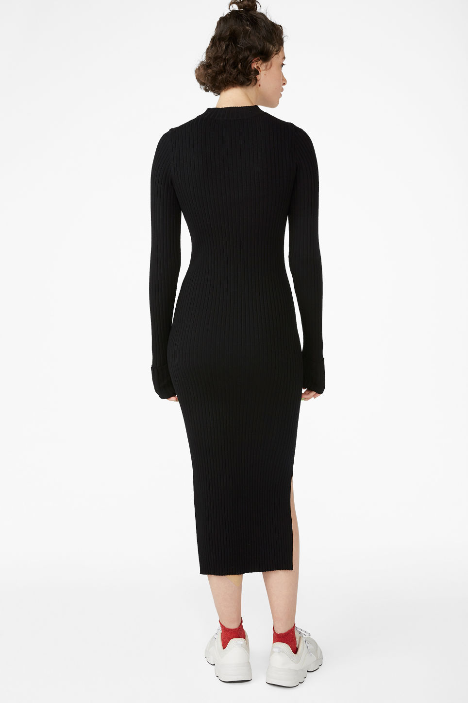 Model back image of Monki long ribbed dress in black